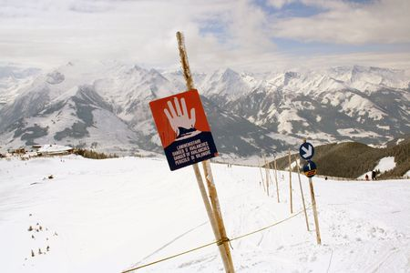 avalanche: Avalanche warning sign in Swiss Alps