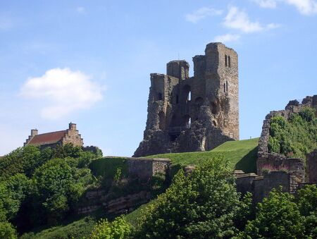 zbytky: View of Scarboroughs Norman Castle remains on castle headland, Scarborough, North Yorkshire, England.