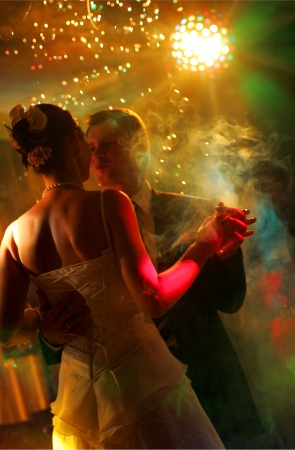 Newlywed couple dancing at their wedding reception. Stockfoto