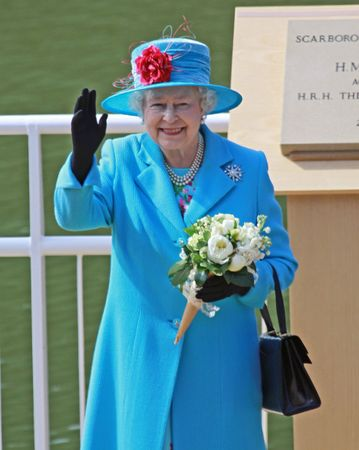 SCARBOROUGH, Wielka Brytania - 20 maja: Jej Królewska Mość królowa Elżbieta II na otwarcie Royal Open Air Theater, Scarborough, North Yorkshire, Anglia.