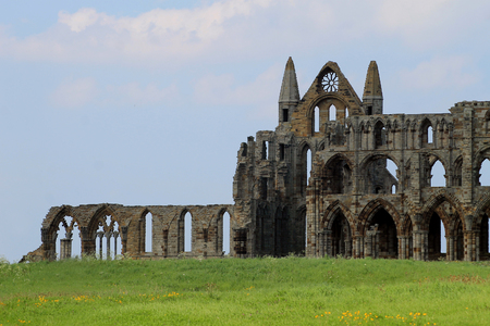 north yorkshire: Scenic view of Whitby Abbey, North Yorkshire, England.