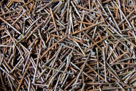 exert: nails