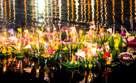 loi: Many Krathong, Its beatiful in full moon day, In Thai called this culture is Loy Krathong Stock Photo