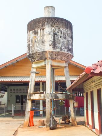 dep�sito agua: Viejo tanque de agua