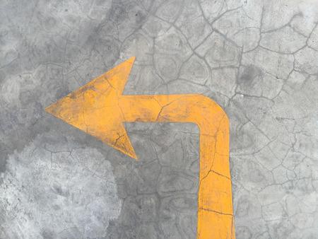 turn left: Salite e girare Freccia a sinistra