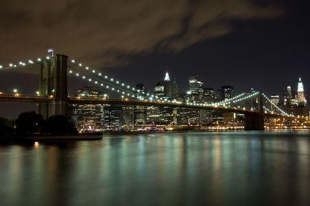 브루클린 다리와 맨하탄 밤, 뉴욕 스톡 콘텐츠