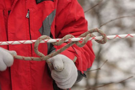 knotting: Man knotting a rope