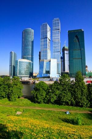 비즈니스 센터의 고층 빌딩