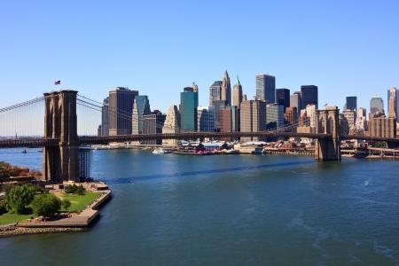 Brooklyn Bridge and lower Manhattan, New York Фото со стока - 14039442