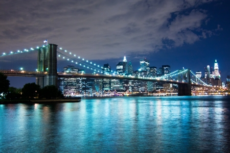 Pont de Brooklyn la nuit, New York City Banque d'images