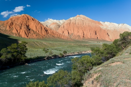 motton blue: Colourful rocks and Kekemeren river, Tien Shan, Kyrgyzstan Stock Photo
