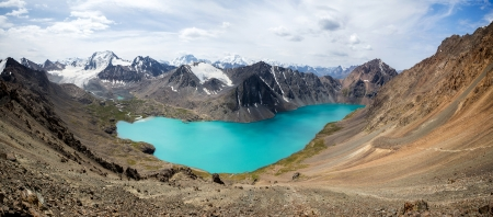 motton: Wonderful panorama of Ala-Kul lake in Tien Shan mountains, Kyrgyzstan