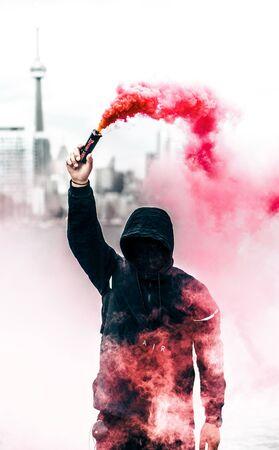 manifestante enmascarado