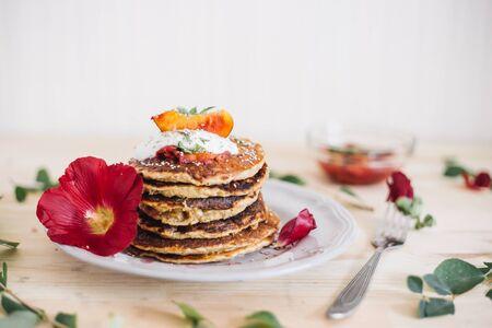 pancakes with berries 版權商用圖片