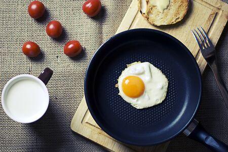 scrambled eggs breakfast Banque d'images - 132086066