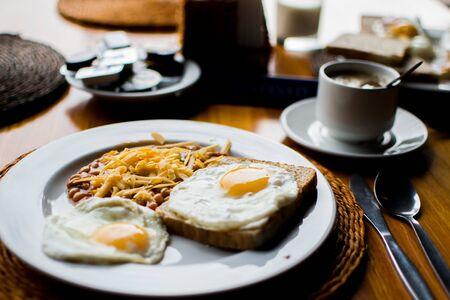 scrambled eggs breakfast Banque d'images - 132085774