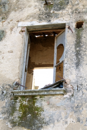 window of the house dilapidated Stock Photo - 18137097
