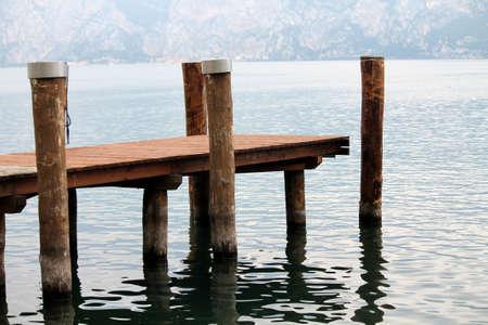 arbre: dock at lake
