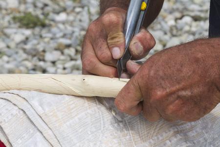 trinchante: tallista artesano Foto de archivo
