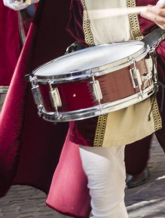 gaita: músicos medievales con tambores y panderetas