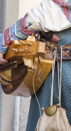 bagpipes: m�sicos medievales con tambores y panderetas
