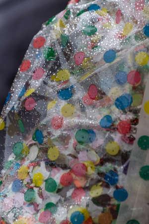 serpentinas: confeti, serpentinas y lluvia en el carnaval