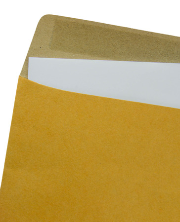 papier a lettre: Ouvert enveloppe Recycler brun avec une lettre de papier � l'int�rieur de