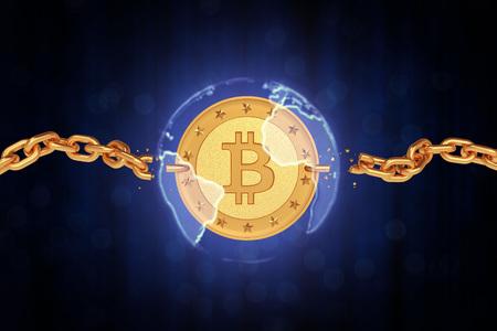 Gouden munt bitcoin in de sfeer van de aarde met gebroken kettingen. De donkere achtergrond van citaten. 3d render Stockfoto - 84415018