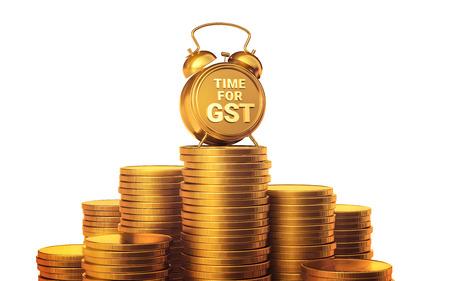 TIJD VOOR GST Het concept van de financiering van het seizoen. Gouden analoge klok, die zich op een jaar van munten op geïsoleerd bevindt. Stockfoto - 84725663