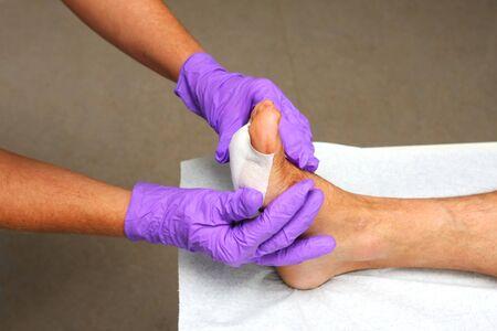 herida: Paciente en el consultorio del médico de obtener ayuda