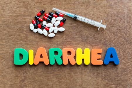 diarrea: diarrea palabra colorido en el fondo de madera