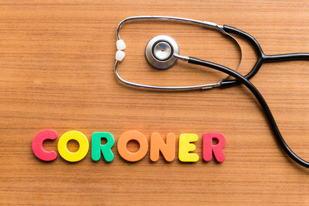 CORONER bunten Wort auf dem hölzernen Hintergrund Standard-Bild - 38373095