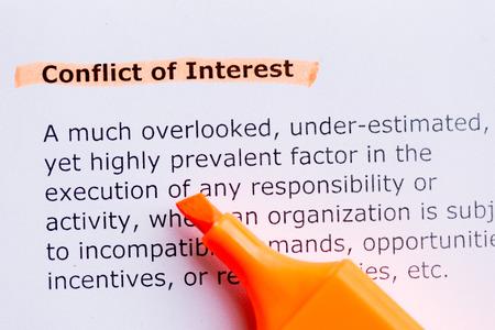 Interessenkonflikt Wort in dem weißen Hintergrund hervorgehoben Standard-Bild - 41498383
