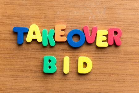 bid: OPA palabra de colores en el fondo de madera Foto de archivo