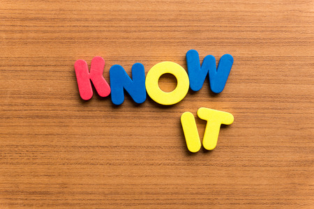 know: know it colorful word on the wooden background