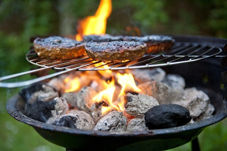 barbecue fire: Barbecue cooking burgers