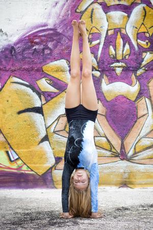 handstand: toe doing handstand