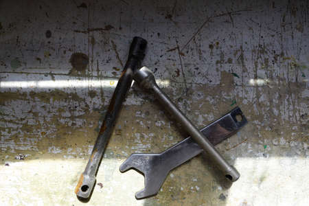 llave de sol: old wrench on a table with natural light.