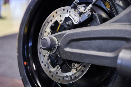 The rear wheel of a modern motorcycle. Imagens