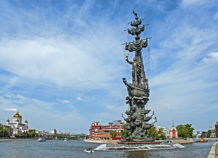 moskva river: Monument to Peter the Great