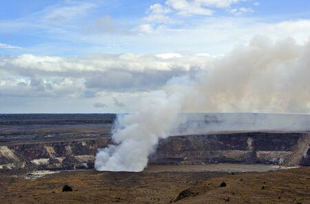 Erupting crater Hawaii Volcanoes Park Фото со стока
