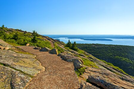 Acadia National Park is Atlantic coast recreation area. Its landscape is marked by woodland, rocky beaches and glacier-scoured granite peaks such as Cadillac Mountain, the highest point on the United States East Coast. 写真素材