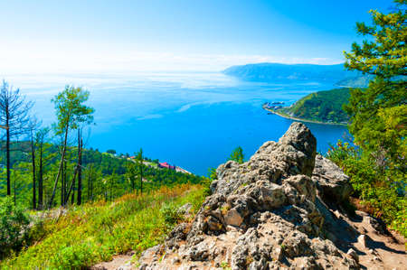 Looking over the Angara River and Lake Baikal from the Chersky Peak in the Listvyanka village. Standard-Bild