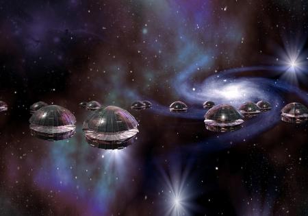 Vloot van schotel ruimtevaartuig reizen door sterren en melkweg sterrenstelsels. Stockfoto