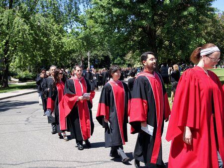procession: Toronto, junio de 2010, procesi�n de graduaci�n de la Universidad de Toronto