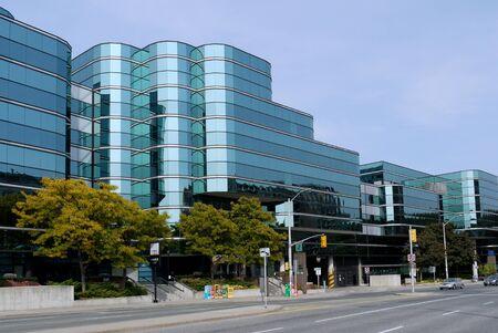 알렉산드리아, 버지니아, 2010 년 9 월 12 일, 첨단 기술 산업을위한 현대적인 저층 오피스 빌딩