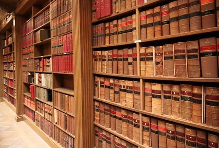 図書館: Osgoode ホールのライブラリで、カナダのトロント、2010 年 5 月 - 古い法律の本