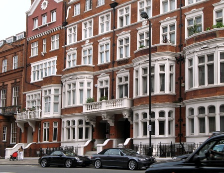 luxuries: London, England, June 2007 -  Street view of elegant apartment buildings in Borough of Kensington