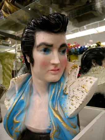 Memphis, Tennessee, July 2011 - Ceramic bust of Elvis Presley Редакционное