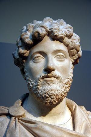 런던, 영국, 2007 년 6 월 - 대영 박물관에서 로마 황제 마커 스 아우렐리우스의 고대 흉상 에디토리얼
